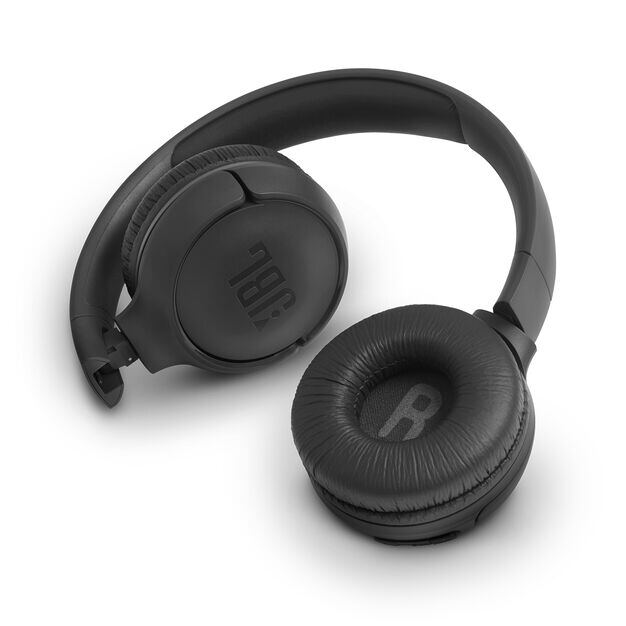JBL TUNE 500BT - Black - Wireless on-ear headphones - Detailshot 1