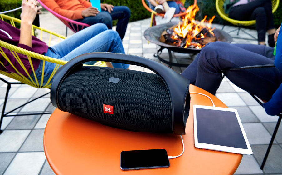 https://uk.jbl.com/on/demandware.static/-/Sites-masterCatalog_Harman/default/dw2148b7f8/pdp/JBL_Boombox_Rechargeable_Feature02.jpg.jpg